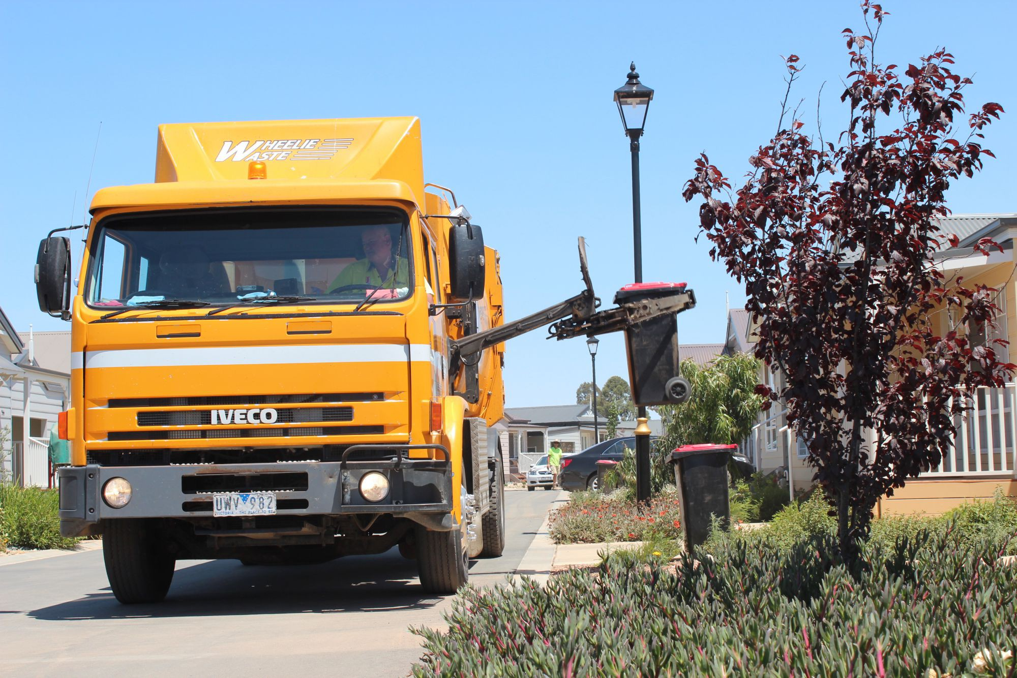 Kerbside waste collection to continue as normal